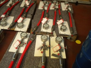 Equipment for hydraulic locking unit