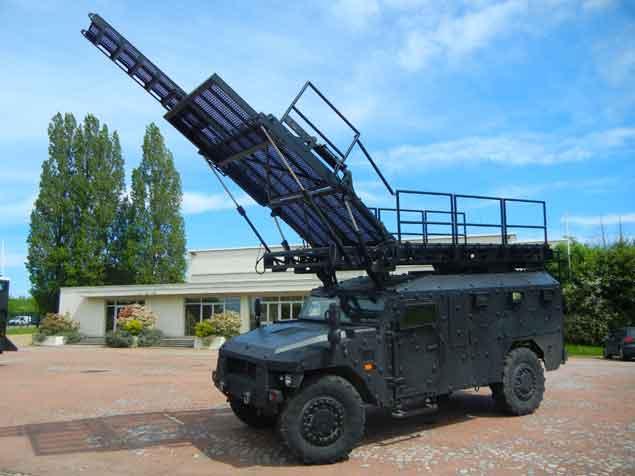 Equipement hydraulique pour véhicule militaire